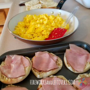 Easy Freezer Breakfast Sandwiches ★ Homemade breakfast sandwiches will simplify your weekday mornings. ★ FireworksandLeftovers.com